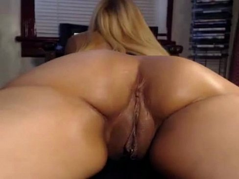 Buceta grande e gostosa da loira safada na webcam