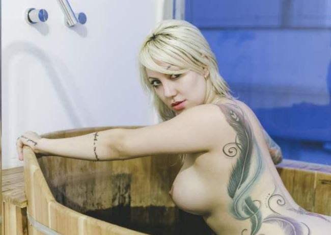 Fotos da gostosa tatuada Jessica Constantino nua