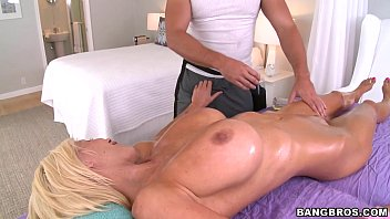 Sex tube mostra mulher deliciosa abrindo xoxota para gostoso